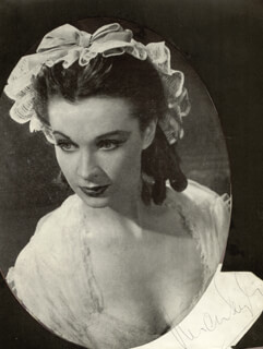 VIVIEN LEIGH - MAGAZINE PHOTOGRAPH SIGNED